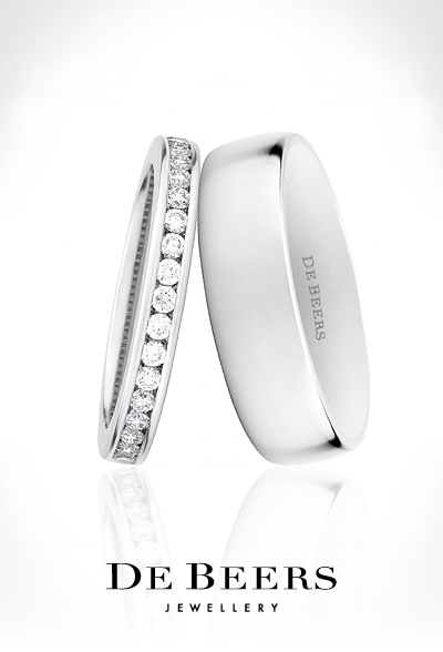 four lucky couples exchange de beers wedding bands during