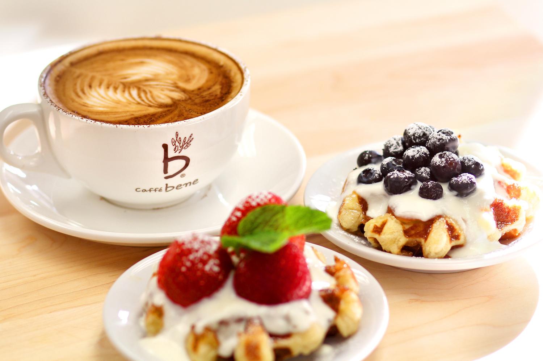 Resultado de imagem para coffee with waffles