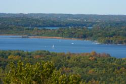 Visit Delafield to enjoy waterskiing, sailing, fishing, and boating in Delafield, Wisconsin.