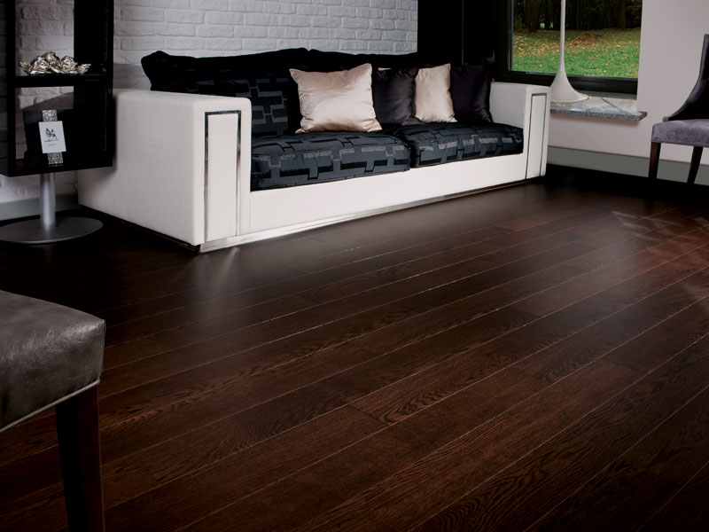 Coswick hardwood launches new signature oak flooring for Living room ideas oak flooring