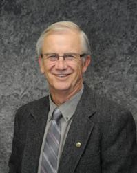 Port of Kalama Commissioner Jim Lucas dies from complications due to cancer.