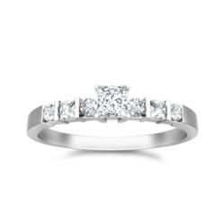 Solitaire Engagement Rings with princess cut and round diamonds on Gold