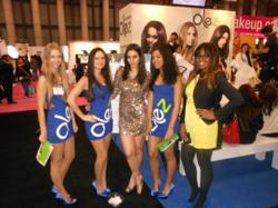 The Beautiful Olez Models and Hosts display their results with sprayable Olez Advanced.