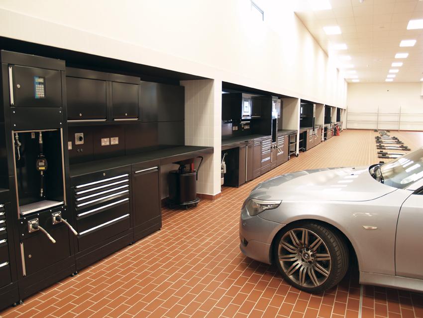 Dura 39 s radical approach receives the prestigious queens for Garage ww auto