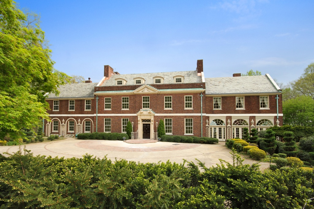 first luxury property absolute auction by new real estate