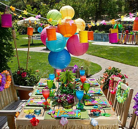 Party city serves up chic luau party ideas for a for Hawaiin decorations