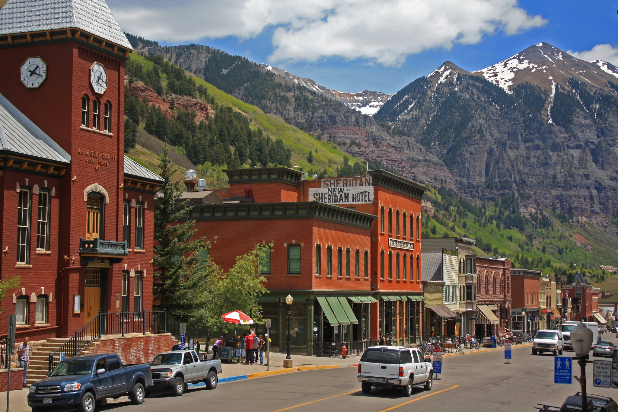 Usa pro cycling challenge rolls through telluride for Best small towns to live in colorado