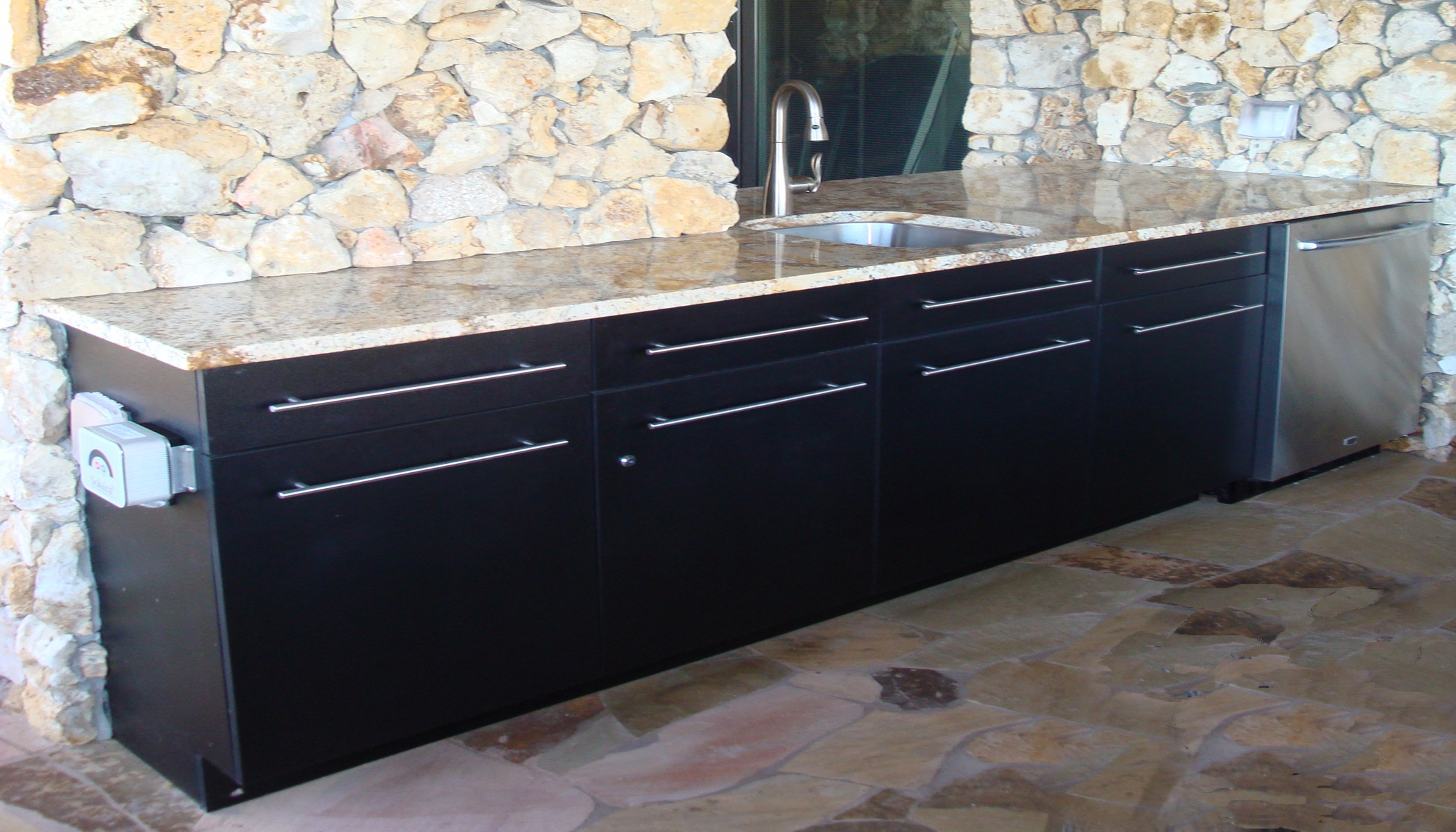 uses vycom hdpe for various cabinet styles and colors - Outdoor Kitchen Cabinets