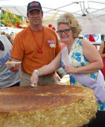Scooping the 2009 Record Breaking Crab Cake