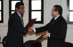 CATHALAC Director General Emilio Sempris (left) shakes hands with His Excellency Roberto C. Henriquez, Chancellor of Panama