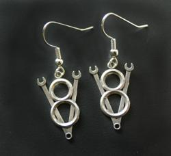 Sterling silver V8 jewelry design for earrings.