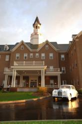 The Award Winning Delafield Hotel, located at 415 Genesee Street in downtown Delafield, Wisconsin, is a modern boutique hotel that exudes old world charm.