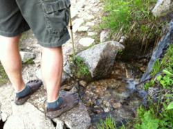 Hiking Almost Barefoot With Vibram Fivefinger shoes