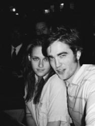 Hollywood Hot Couple Robert Pattinson and Kristen Stewart Split Up
