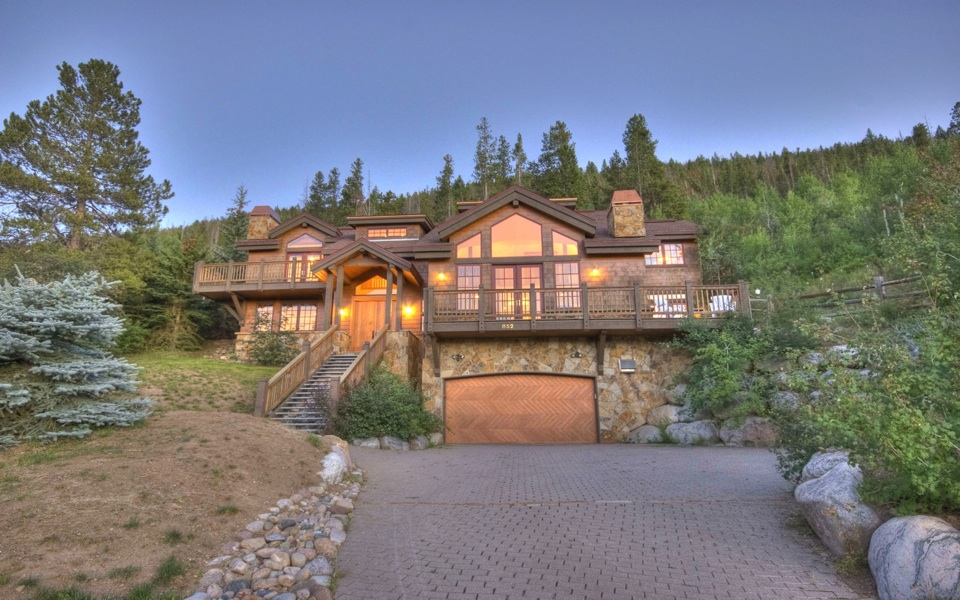 Eagle vail colorado mountain retreat up for absolute for Colorado mountain houses