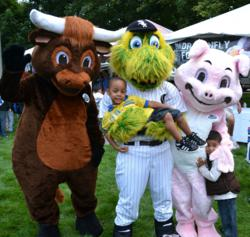 Moo & Oink with Southpaw of the Chicago White Sox at the WGN Back to School Kids Fair