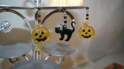 Halloween Deco Charms on Cupcake Stand