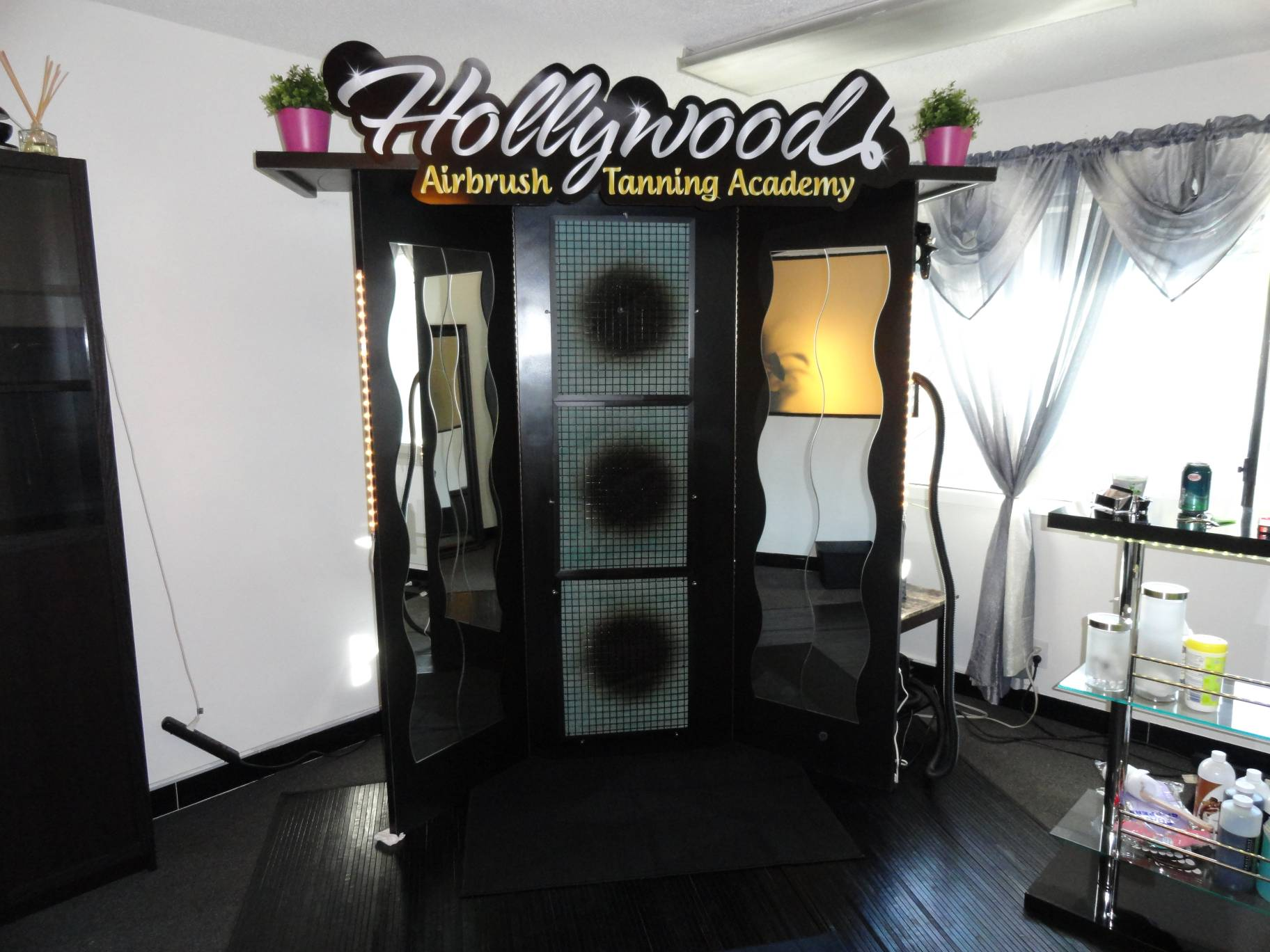 Hollywood Airbrush Tanning Academy Announces Hands-On Airbrush Tanning ...