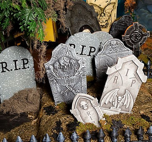 Haunt the Halls In Spooky Style with Halloween Party Ideas from ...