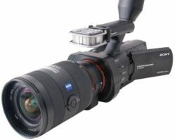 Videomaker magazine reviews the Sony Nex-VG900 camcorder.