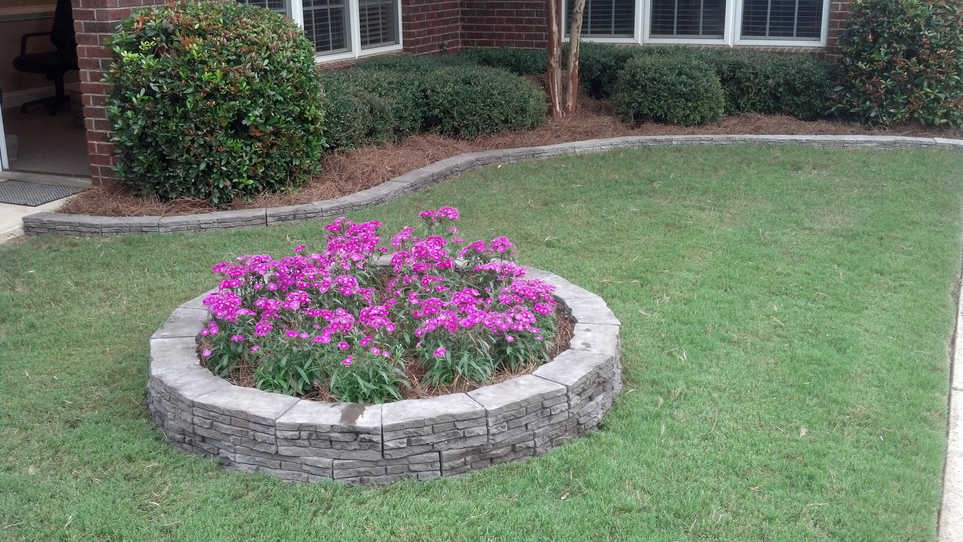 Evolve Composites Introduces Unrivaled Garden Block Into Houston Area Home Depot Stores