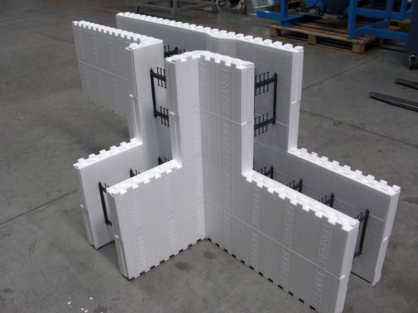 Reward introduces the new 13 t form insulated concrete for Styrofoam concrete forms price