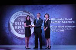 DMCI Homes' President Alfredo Austria receiving the Reader's Digest Gold Award