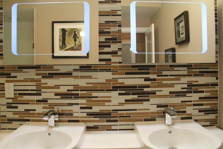 A shopping guide to mosaic tiles for bathrooms is for Mocha bathroom ideas