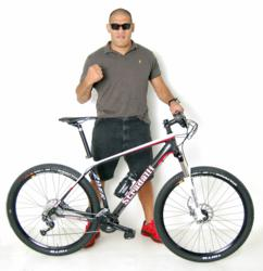 Antonio Bigfoot Silva MMA UFC figter with his Stradalli 29er mountain bike