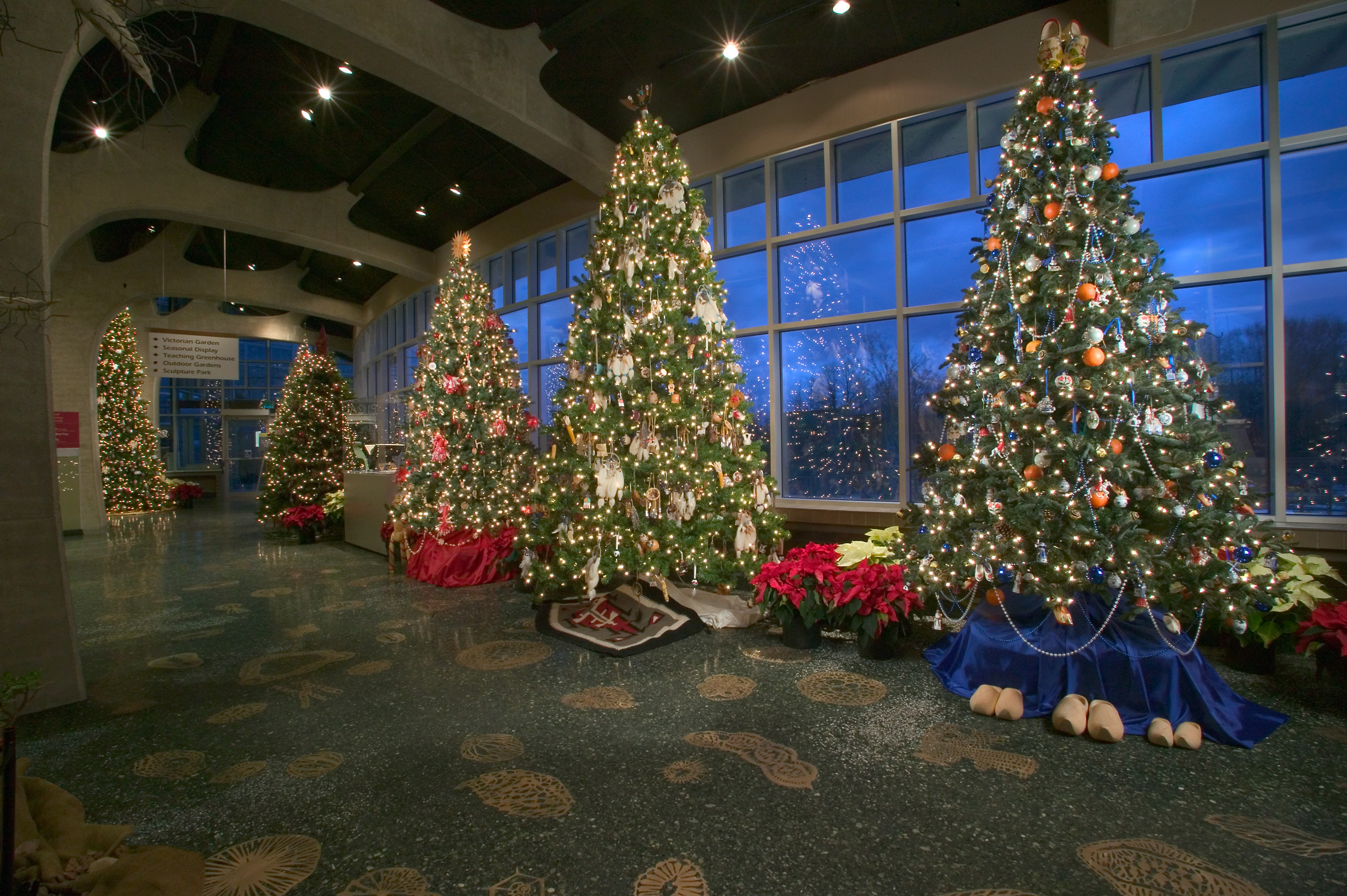 Exhibition Displays : Meijer gardens celebrates the holidays with more than