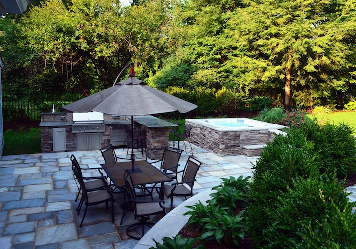 Natural Stone Offers A Ing Style Across The Outdoor Living Area Veneer Surrounding Spa Blends It Into Surroundings