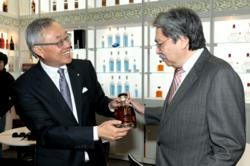 John Tsang, Hong Kong Secretary of Finance, Admires HM the King Scotch Whisky