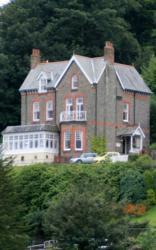 Highcliffe House - Guest House