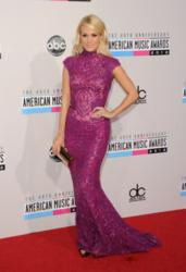 Carrie Underwood carries Jill Milan 450 Sutter Clutch as she arrives on the red carpet at 40th American Music Awards in Los Angeles Nov 18 2012 (Photo: Jason Merritt/Getty Images)