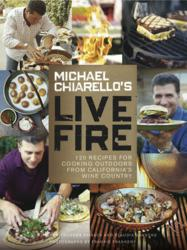 gI 119680 MC LiveFire approved cover Celebrity Chef Michael Chiarellos Nieuw Cookbook, Live Fire, exclusief verkrijgbaar bij NapaStyle voor de feestdagen