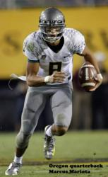 Oregon QB Marcus Mariota wearing Incredibrace knee brace