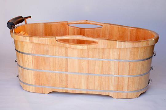 Free Standing Hot Tub. Rubadub Tub round wooden tub in a free ...