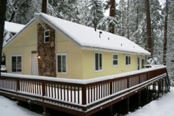 A beatuiful snowy winter day at Fun Cabin Rentals in Twain Harte, California