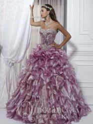 Quinceañera dress is available in pink, gold, white, and royal.