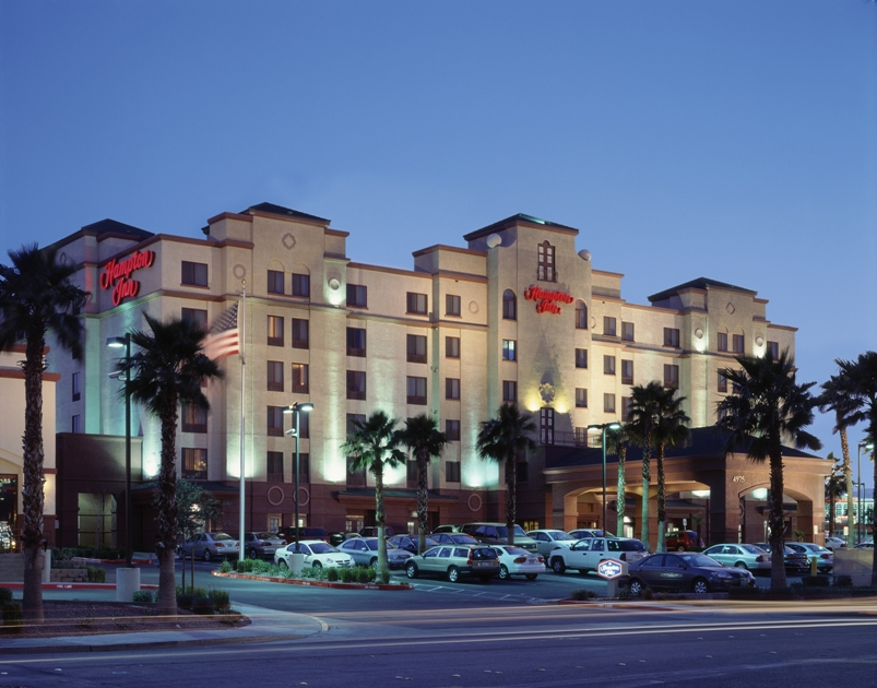 hampton inn tropicana the largest hampton inn in the. Black Bedroom Furniture Sets. Home Design Ideas