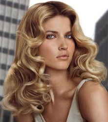 A 1 1/4'' curling wand creates a soft, wavy hairstyle.