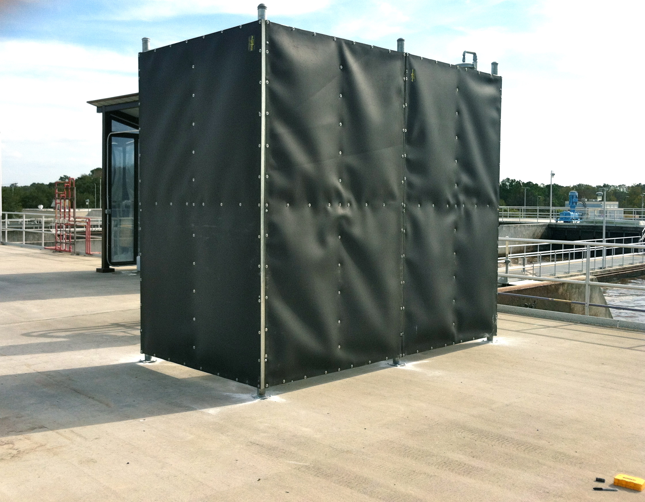 Acoustiblok fence quiets noise for neighbors near - Exterior noise barrier materials ...