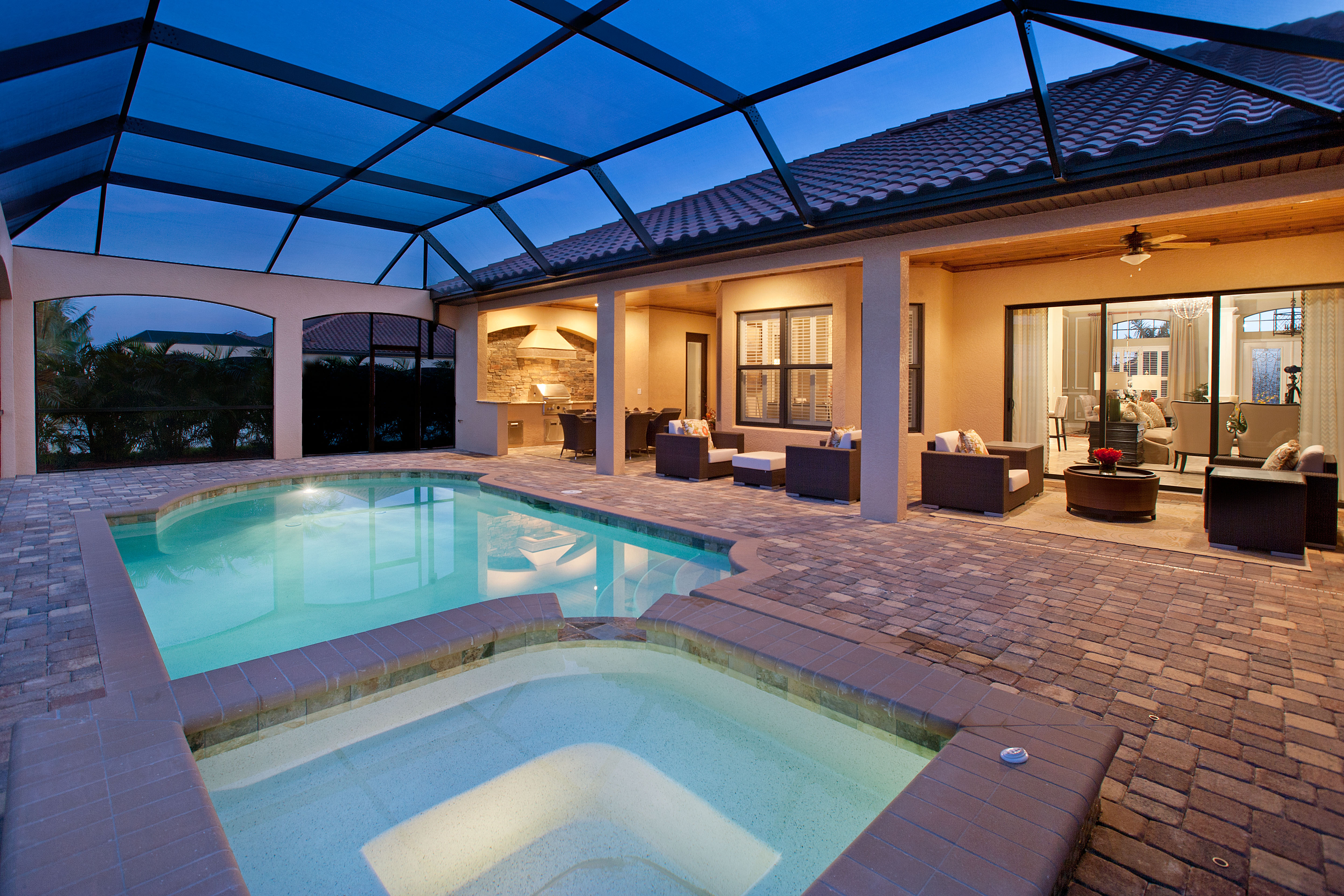 Outdoor living space florida for Cost of outdoor living space