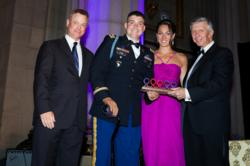 Sinise presents award to Captain O'Hearn, USA