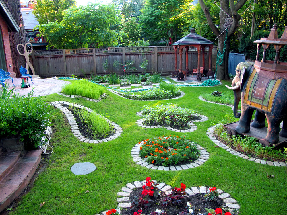 Beautiful Backyard Vegetable Gardens