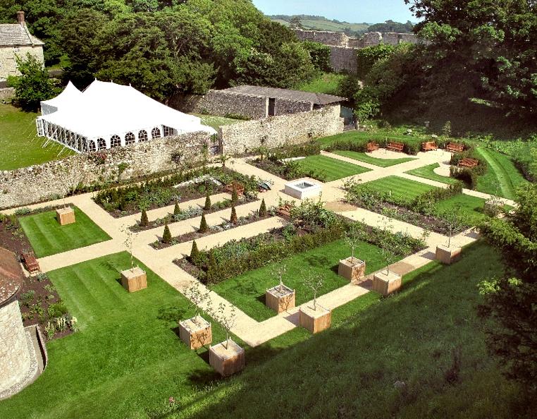 chic teak planters at the princess beatrice garden at. Black Bedroom Furniture Sets. Home Design Ideas