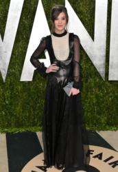 Actress Hailee Steinfeld carries the Jill Milan Holland Park Clutch to Vanity Fair Oscar Party in West Hollywood, California, Feb. 24, 2013. (Photo by Alberto E. Rodriguez/WireImage)