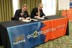 KCTCS President Michael B. McCall and Georgetown College President Bill Crouch sign the transfer agreement.
