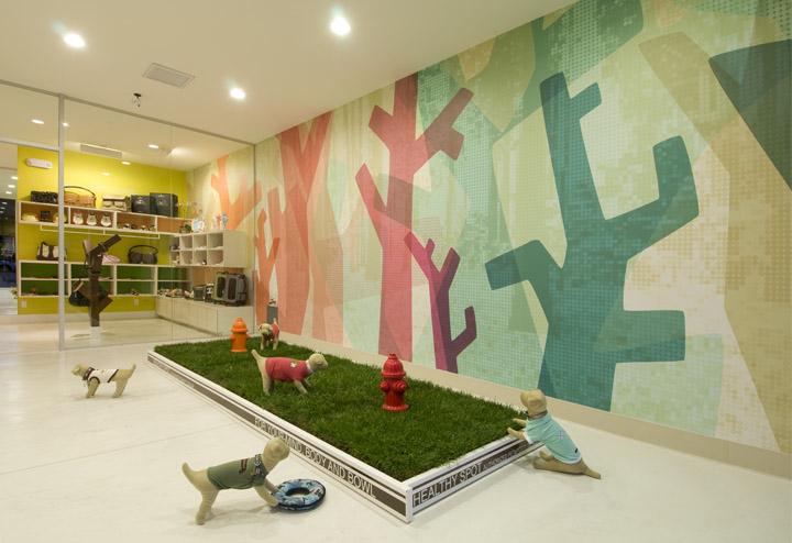 Healthy spot recipient of the 2013 retailer multi service for Dog daycare santa monica