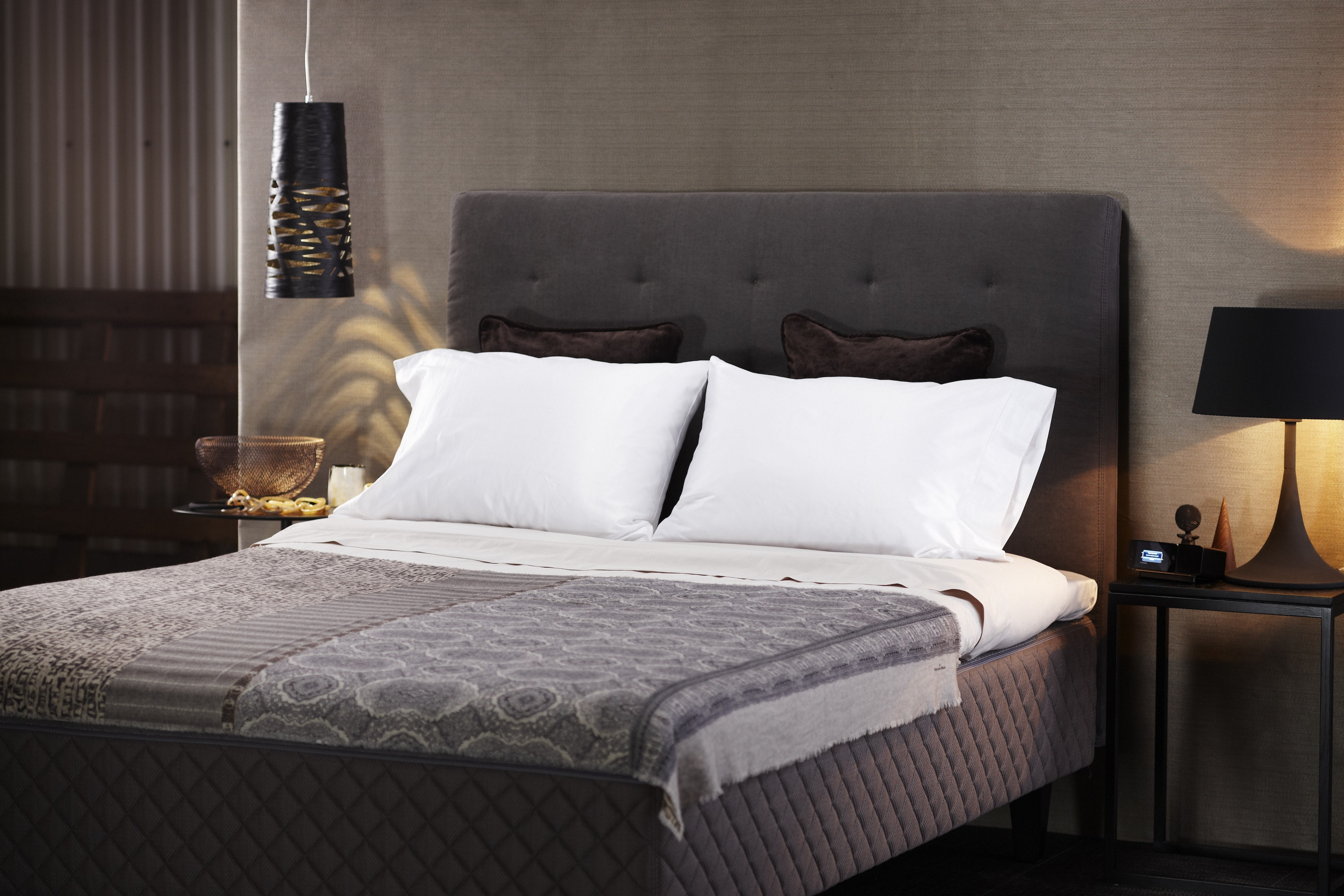 Duxiana unveils newest in luxury beds the dux 101 for Designer bed pics